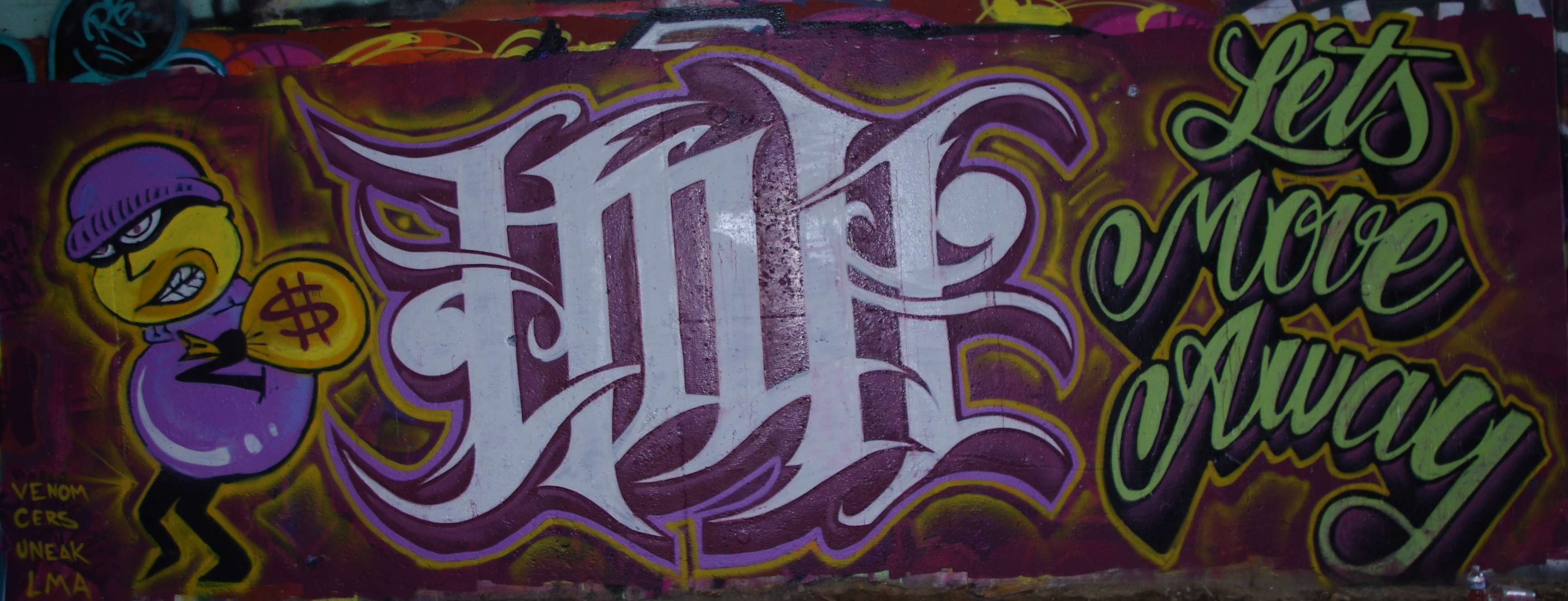 Displaying 20> Images For - Mom Written In Graffiti...